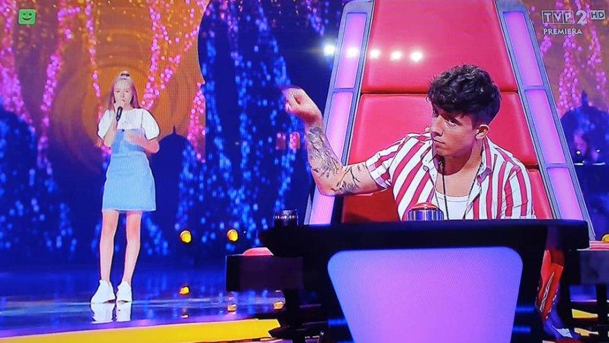 Kadr z programu The Voice of Poland. Gabrysia z Dawidem Kwiatkowskim